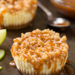 caramel-apple-mini-cheesecakes-with-streusel+crop.